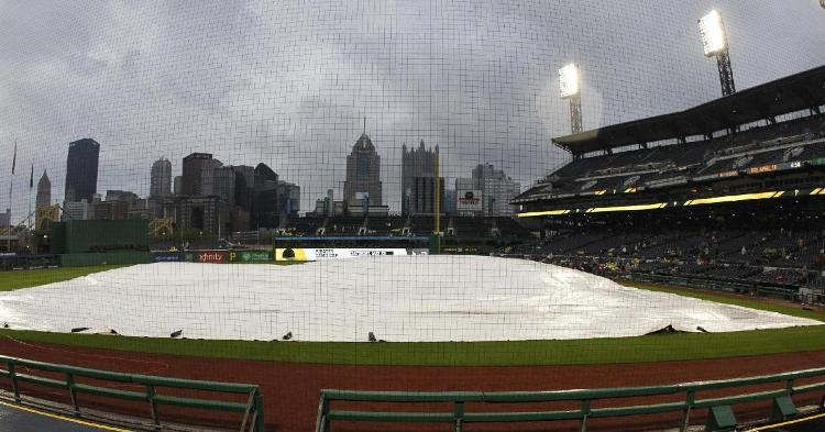 Heavy rain resulted in a weather delay at Wrigley Field on Sunday afternoon. (Credit: Charles LeClaire-USA TODAY Sports)