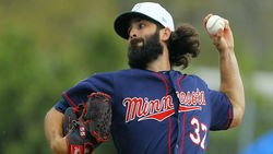 It's official: Cubs sign lefty reliever