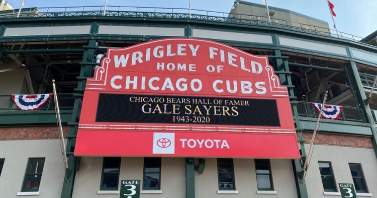 A message honoring the life of Gale Sayers lit up the Wrigley Field marquee on Wednesday. (Credit: @Cubs on Twitter)