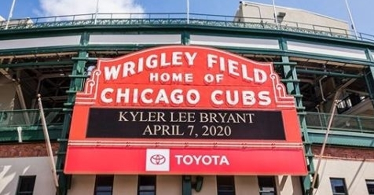 Cubs announce Kris Bryant's son birth on Wrigley Field marquee